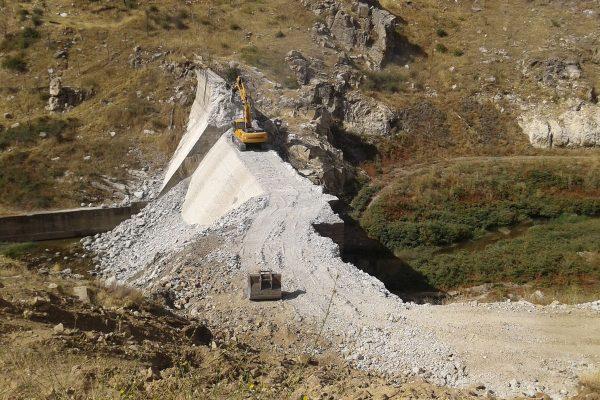 robledo-de-chavela-dam-sept-2014_during-explosive-preparations-web